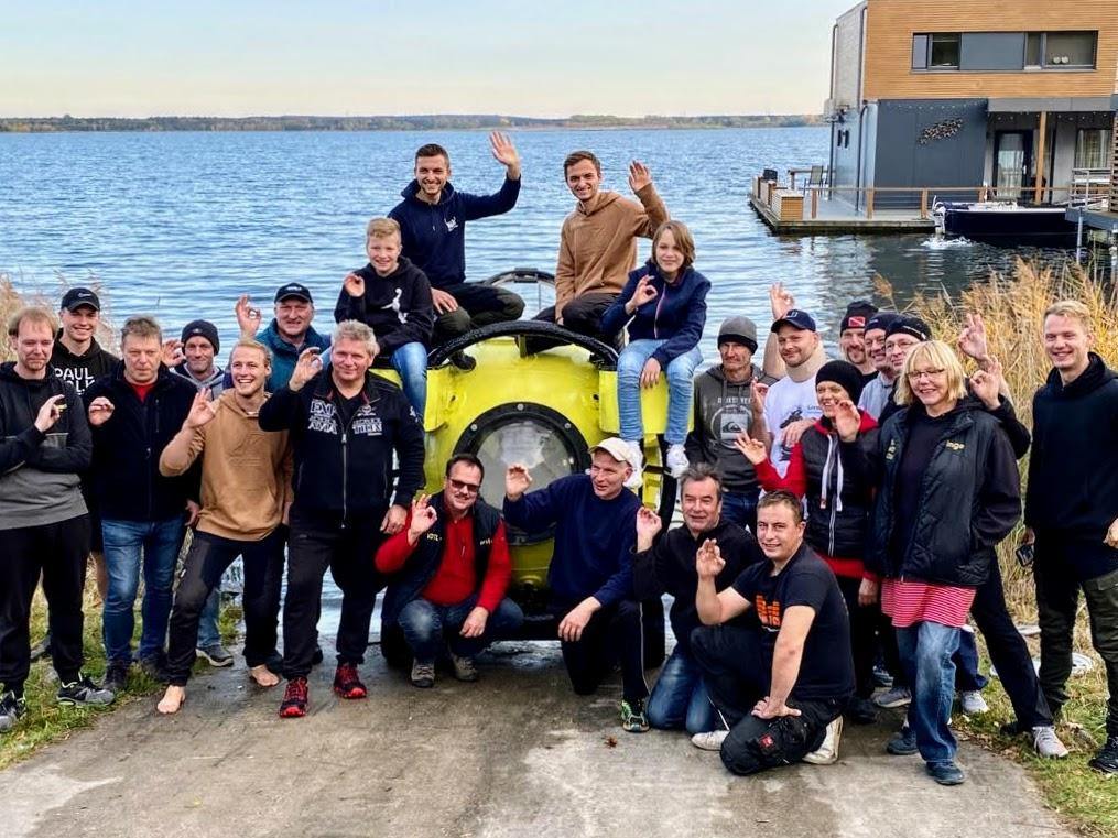 Das Team der The Real Life Guys und die Flossenfreunden Laasow nach erfolgreichem Testtauchgang
